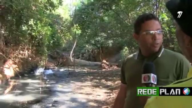 VÍDEO: Saneago despeja esgoto sem tratamento em rio de Planaltina·GO.