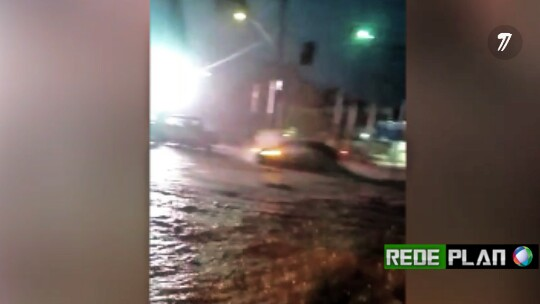 VÍDEO: Motorista registra correnteza de água das chuvas em plena avenida principal de Plan-GO.