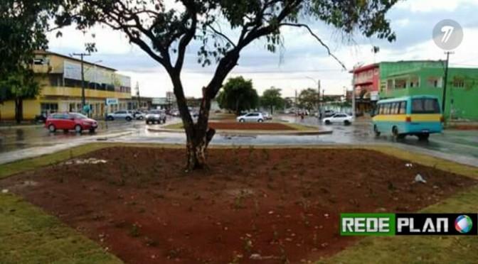 Planaltina mais florida: Prefeitura começa a revitalizar canteiros verdes da cidade.