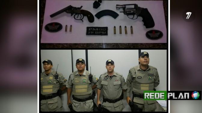 Policiais abordam veículo no centro da cidade e apreendem armas e drogas | Rede Plan