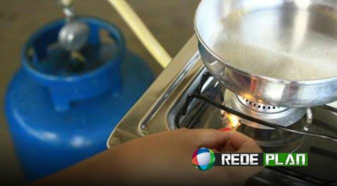 Subsídio para gás de cozinha será reduzido e preço deve subir de novo | RP