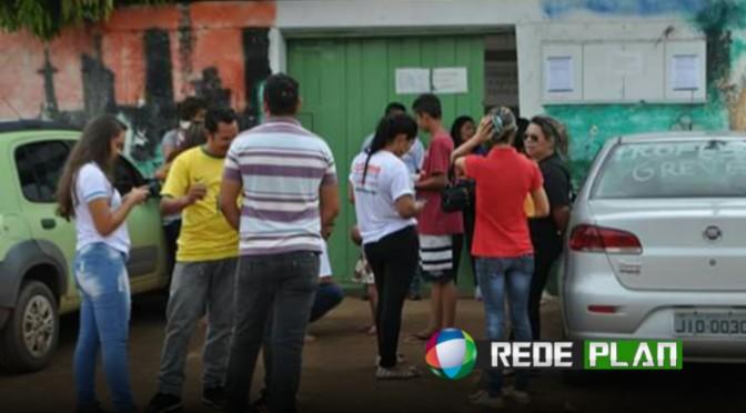 Professores da rede estadual em greve fazem carreata pelas ruas da cidade | RP