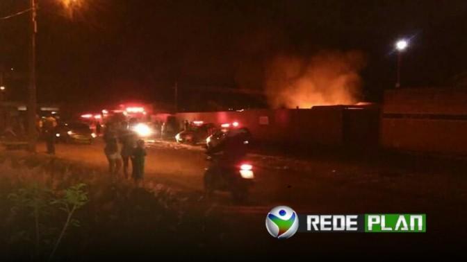 VÍDEO: Casa pega fogo no bairro Jardim Paquetá e morador pede ajuda | RP