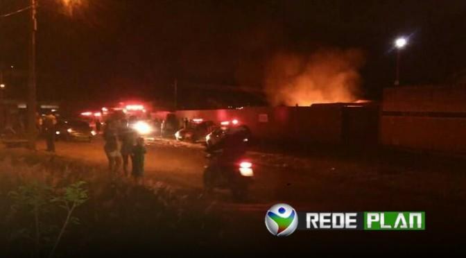 VÍDEO: Casa pega fogo no bairro Jardim Paquetá e morador pede ajuda   RP