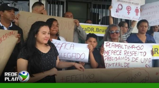 Populares protestam contra saída do delegado da DEAM | RP