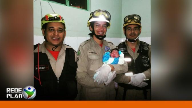 Bombeiros realizam parto dentro de ambulância em Planaltina Goiás | RP