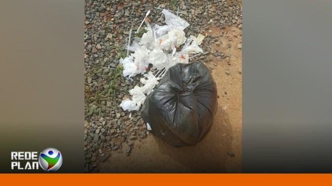 Material usado é encontrado exposto próximo à clínica particular | RP