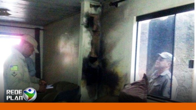Raio atinge casa e deixa rapaz ferido em Formosa-GO | RP