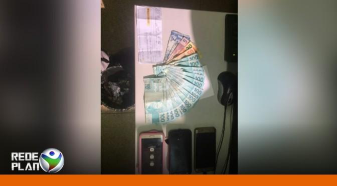 Estelionatários são presos em flagrante dentro do banco em Plan-GO   RP