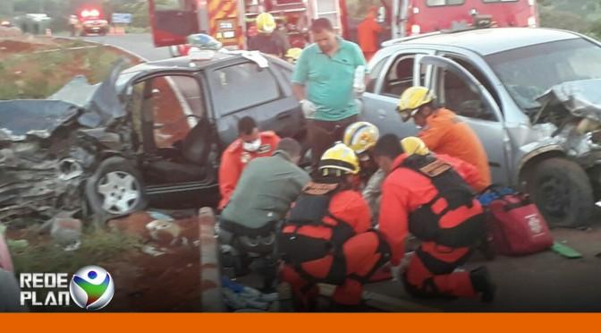 Acidente na entrada da cidade deixou 5 feridos, entre eles, uma gestante de 7 meses   RP