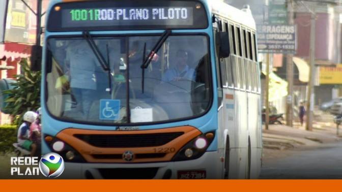 Ônibus é assaltado e criminosos fazem o motorista mudar a rota | RP