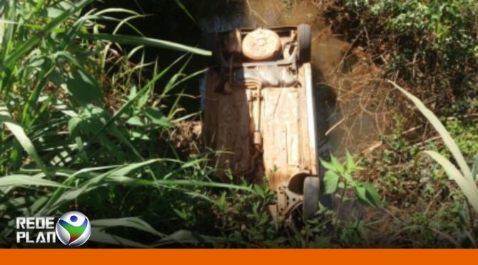 Carro cai em rio e três pessoas morrem em Goiás, entre elas, uma criança | RP