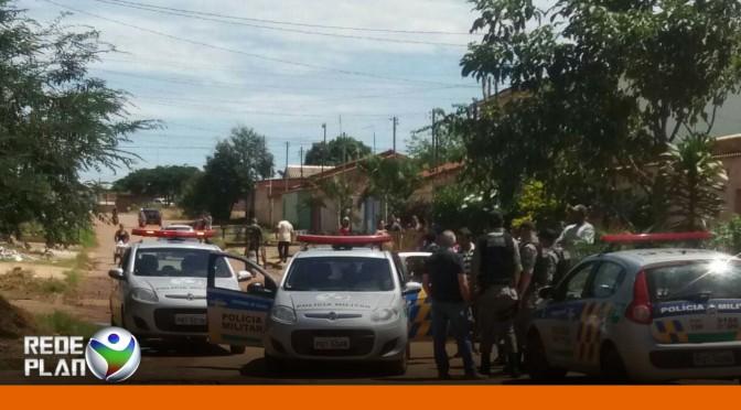 Assaltantes de loja são amarrados por população em Planaltina Goiás | RP