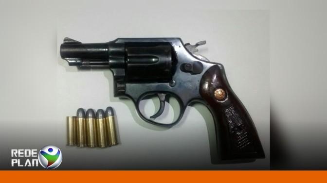 Homem efetua disparo de arma de fogo no setor Sul e Polícia apreende arma | RP