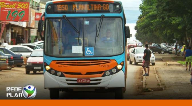 Assaltante tenta roubar ônibus de Planaltina-GO, é atropelado e morre | RP