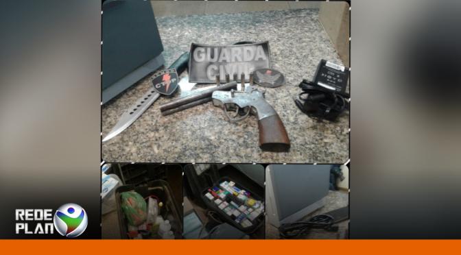 GCM e PM recuperam dois carros roubados e apreendem armas   RP