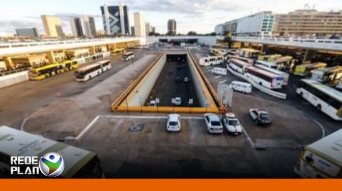 Mulher tenta jogar a própria filha de três anos de viaduto da rodoviária de Brasília | RP