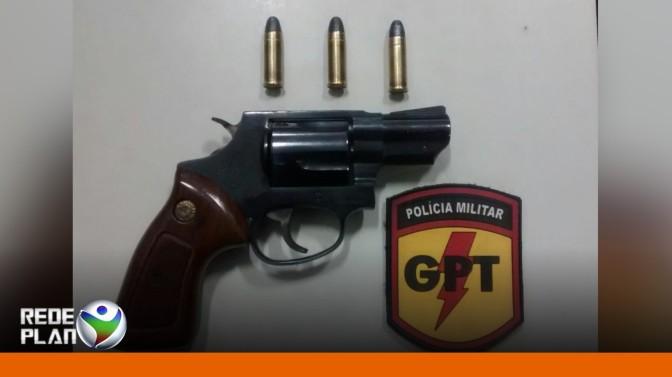 Homem é preso pela GPT portando arma de fogo e munições em seu carro    RP
