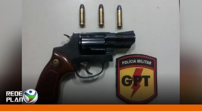 Homem é preso pela GPT portando arma de fogo e munições em seu carro  | RP