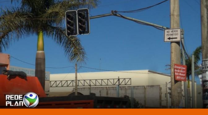 Semáforos próximo ao shopping estão desligados há mais de um mês | RP