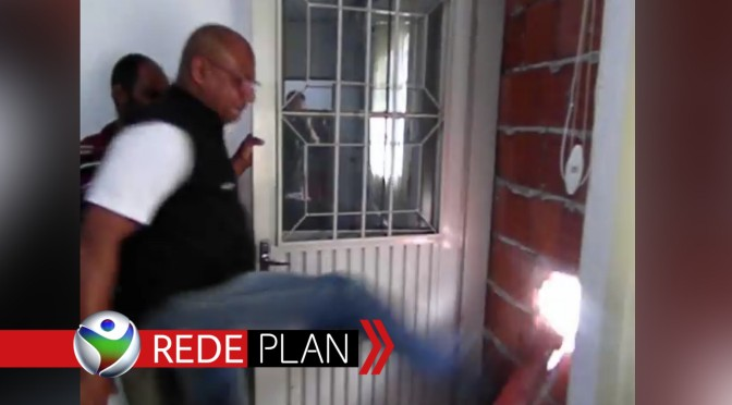 Novo Prefeito chama o 'Barão' e derruba parede que fechava a porta do gabinete   RP
