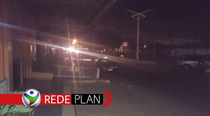 Comerciantes fecham as portas após falha na energia elétrica no centro da cidade   RP