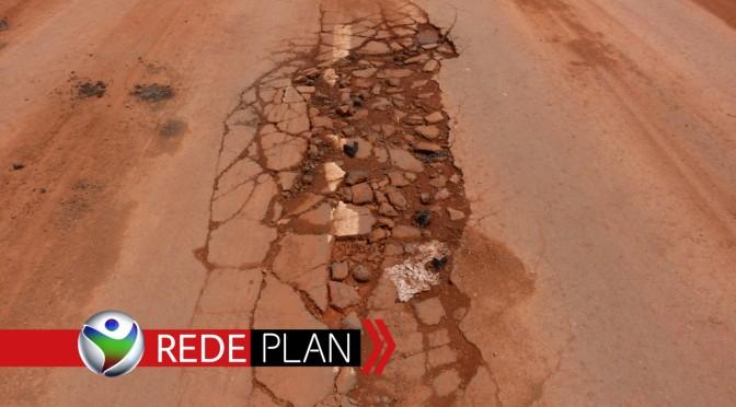 Chuva arranca asfalto do recapeamento recém feito em Planaltina-GO   RP