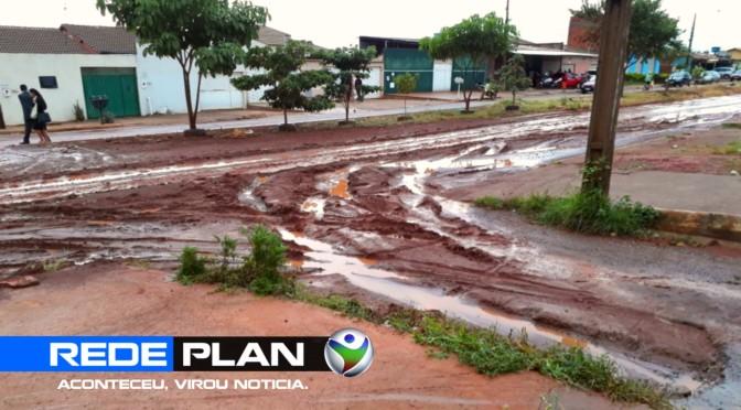Após chuva, lama invade casas e causa transtornos na quadra 16 norte | RP