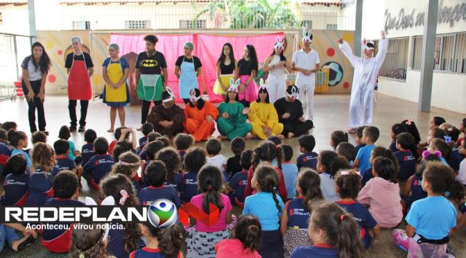 Alunos do CEPI Dr. Dirceu Ferreira de Araújo realizam teatro solidário no orfanato de Planaltina-GO | RP
