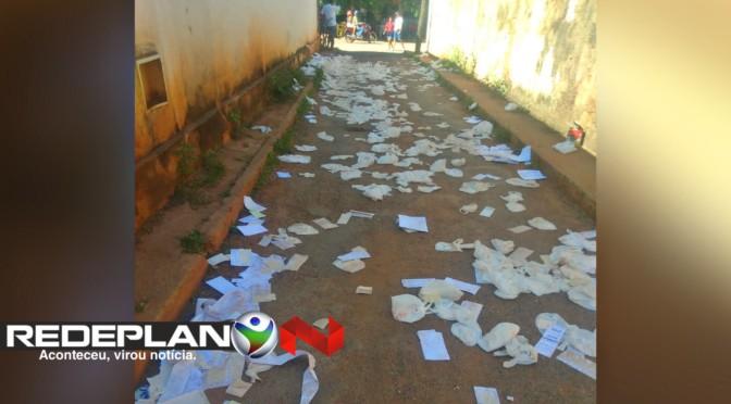 Esquina de rua da quadra 17 norte é tomada por lixo; ninguém sabe quem espalhou | RP