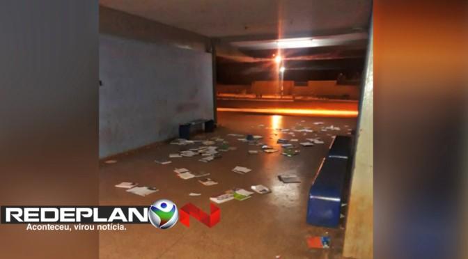 Vândalos destroem espaço de literatura da rodoviária de Planaltina Goiás | RP
