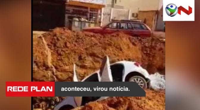 Homem espanca mulher e moradores jogam carro dele em vala   RP